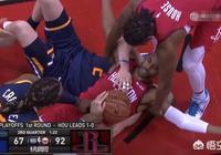 機智過人!保羅雙膝跪地搶球,不僅搶到球權,還騰出雙手喊了暫停,你怎麼評價?