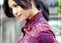 陳妍希帥氣又甜美,穿襯衣搭高腰下裝,實力詮釋不一樣的職業風範