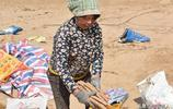 窩棚灘塗地幫兒子種地,只想讓兒子為2個孫子多攢錢