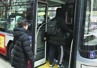 北京公交車上一女子突然發病,司機狂奔求醫