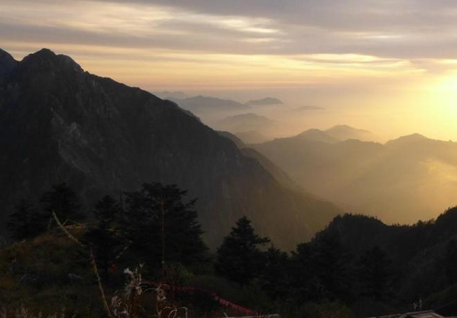 四川九峰山之遊,景點眾多,美景如畫,遊客眾多