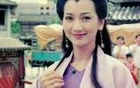 62歲的趙雅芝發了幾張照片,網友嚇呆了,在她身旁,老公像大叔,兒子像男友!