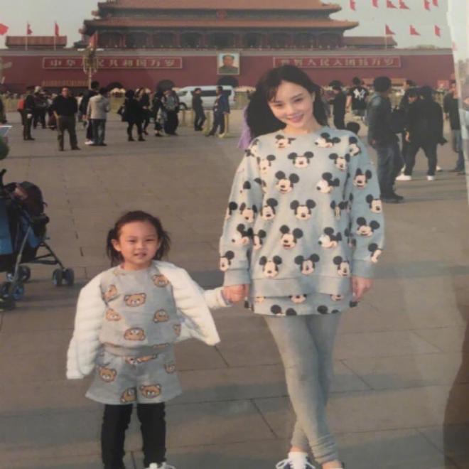 李小璐微博晒出國慶與甜馨旅遊照片,網友:甜馨越發的漂亮了