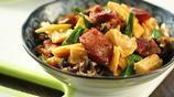 腐竹炒臘腸,吃過的人不多,味道卻是槓槓的好