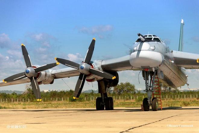 熊式果然凶狠:俄軍圖-95MS戰略轟炸機破雲飛行