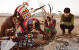 劉昊然休閒簡約穿搭現身非洲做公益,與大象親密接觸笑容開朗迷人