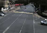 車禍動圖集錦:這哥們估計是第一個開車把自己撞了的人