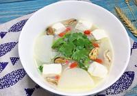 每到雨季,我家隔幾天就煮這湯喝,湯白味鮮,老人孩子要多喝!