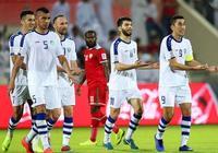 亞洲盃再現尷尬1幕:場上1-1平球迷就玩人浪,1分鐘後對手反超了