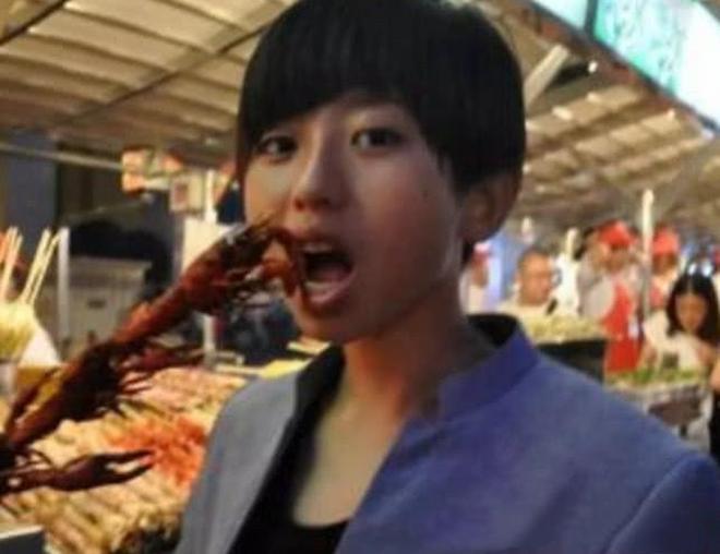蔡徐坤高中時代照片曝光,這風格不是我能理解的,是認真的嗎?
