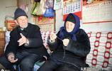 山東日照農村102歲奶奶身體好,每天一碗大肥肉,高興時還喝口酒