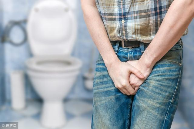 """尿液是腎功能""""指示燈"""",出現這2種情況,警惕:尿毒症離你很近"""