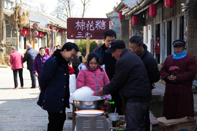 秦嶺丹鳳棣花古鎮|雖然還沒人買,但棉花糖機器一開動,人就來了