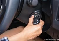 手動擋車起步,一邊鬆離合一邊踩油門會磨損離合器片嗎?