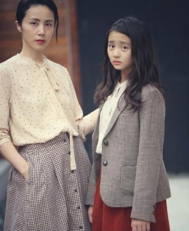 孫莉又大方晒女兒多多近照,短髮齊肩表情專注,側顏真的好漂亮!