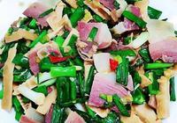 大叔家的家鄉菜:煙燻肉炒大蒜,香辣鮮美,脆爽可口,家人愛吃!