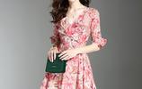 浪漫夏季,一款V領印花真絲連衣裙,穿出女性優雅端莊和清涼舒適