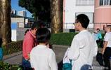 孩子們迎來人生大考,考場外家長滿眼期盼,一個個瞬間暖人心