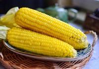 """煮玉米好吃的祕訣都在""""水""""裡,牢記這2點,玉米香甜美味有營養"""