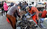 清明假期青島海鮮熱賣黃花魚16元一斤 攤主誓言不差秤買多送禮盒