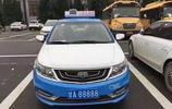 甘肅最牛出租車,車牌值百萬是政府送的,現在居然掛在國產車上