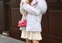 時尚的姑娘用白色靴子搭配服飾,長靴顯腿長、顯氣質,短靴更出彩
