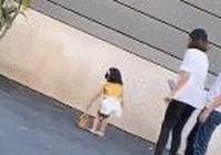 童模被親媽飛踹、拿衣架打,網友曝光:被虐的不止這一...