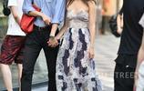 性感清爽的吊帶連衣裙絕對是夏日裡的主角,細細的吊帶打造出高級的性感,再結合V領的設計會顯得氣質更好