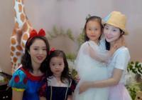 賈乃亮帶女兒和家人聚餐,奶奶抱著甜馨依依不捨,身邊未見李小璐