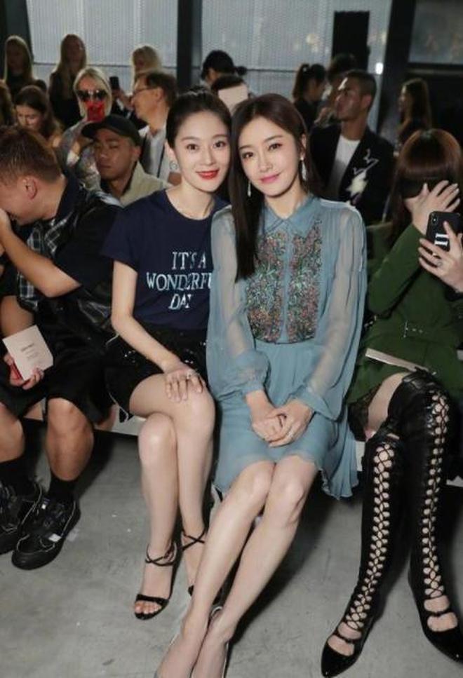 秦嵐王媛可同框,王媛可大長腿搶鏡,而秦嵐臉和年齡差別也太大了