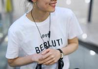 劉雯素顏走機場,白色T恤配闊腿褲秀出好身材,大長腿超搶鏡