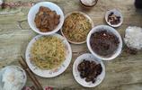 魯南地區農村人家午飯,幾個簡單農家菜,粗茶淡飯就是平凡的幸福