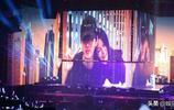 吳亦凡演唱會為媽媽獻歌一首 媽媽眼神中充滿了幸福與感動