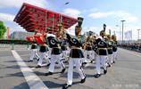 哈薩克斯坦和烏茲別克斯坦不來上合組織軍樂節 巴鐵手持五星紅旗