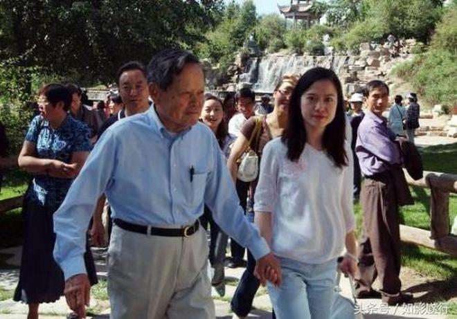 Image result for 82岁的杨振宁娶了个28岁的研究生。