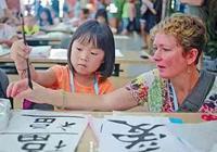 為啥美國人常收養中國孤兒,其中女孩很青睞?留學生揭曉這一答案