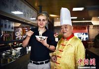 德國留學生桂林拜師學習製作桂林米粉