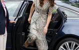 對比各國王室女性下車的畫面,優雅不優雅,看這個細節就知道了