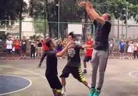 庫裡在廣州體育打球,網友為啥說太一般!