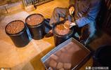 南京這家美食店開了30年  生意興隆顧客絡繹不絕  1天賣1000多碗