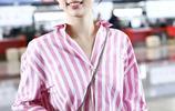 虞書欣穿著粉色條紋襯衫現身機場,扎可愛丸子頭時尚又減齡