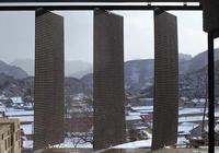 不住北京,一群50後老工人在小山村建起世外桃源,活得比年輕人還酷!