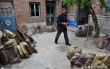 山東63歲老漢撿石頭做小玩意,城裡人愛不釋手 最貴一個賣6000元
