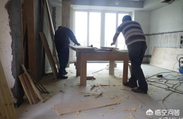 我老公是裝修木工,去年給個人老闆幹了一家活,還有7000沒給,怎樣才能要回?