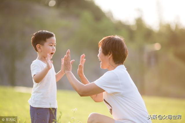 你這4個行為正無形中傷害孩子,不想從小毀掉孩子,爸媽就快改正