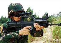 以前中國陸軍使用的八一槓自動步槍為什麼槍栓在右邊?中國大多數人都用右手扣扳機,這樣換彈夾後豈不是要用右手來拉槍栓?右手離開了,這樣的動作在實戰中不是很容易被人幹掉?