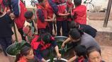 大山裡學校孩子們自己包粽子,雖然一個人只有兩個卻很開心