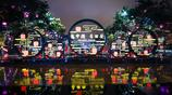雨中的西安大唐不夜城別有一番風味,夜晚的燈光照亮了古都的美