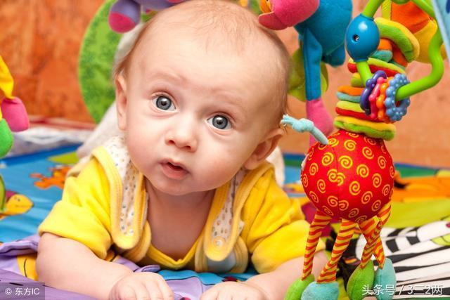 知道的太晚了……寶寶趴著玩居然有這麼多好處!