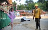 """實拍""""小候鳥""""的暑假:舞蹈女孩每天建築工地練功,只為陪著爸媽"""